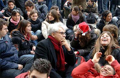 >> Terapia política – A arte da dissociação de massas, por Franco Berardi Bifo