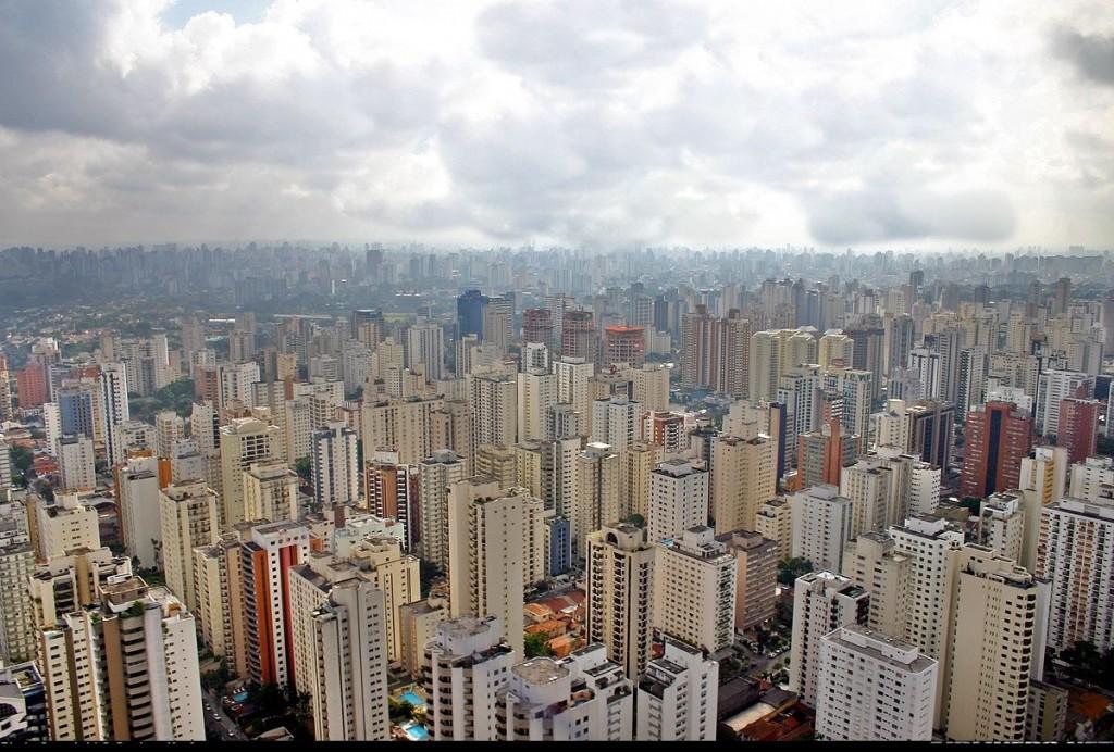 """>> Virado à paulista – São Paulo, a cidade proibida (o artigo); São Paulo, em """"A Letra Miúda do Caos"""" (a constatação da esquizofrenia); """"Entre Rios"""", a urbanização de São Paulo (o documentário); São Paulo, S. A. (o filme); Neobandeirantes (o arquétipo que persiste)"""