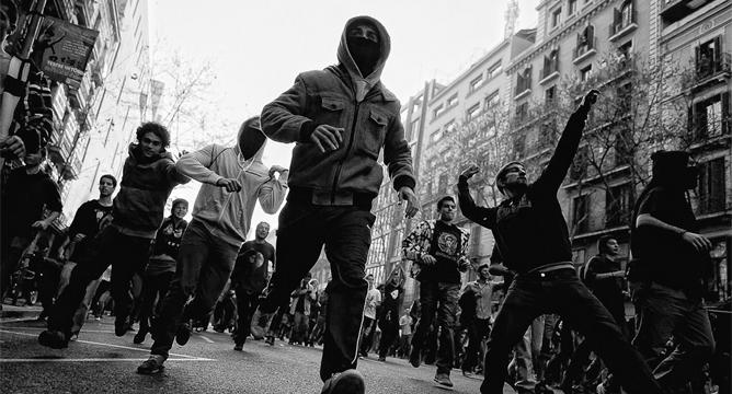 >> Resistir é mais em baixo – Como nos libertarmos da ditadura financeira?  por Franco Berardi Bifo