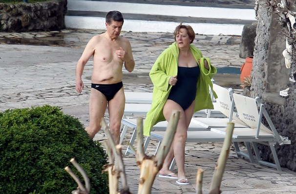 """>> Singelas PROFANA-ações 98 – Com que euROPA que eu vou pra """"euro-austerity-crise"""" que você me convidou? É impressão minha, ou é mesmo um déjà vu? (Brecht, Eisler, Noel… sóoooooCorrrrrrro!!!)"""