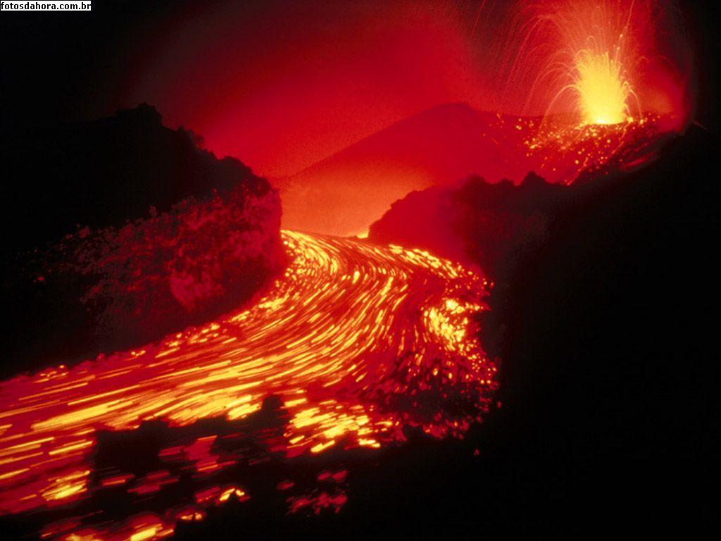 Rio de Lava Vulcao-derramando-lava