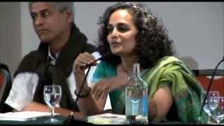 >> Cinco minutos com Arundhati Roy