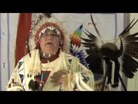 >> Cinco minutos para ouvir um Cacique Sioux alertar contra os rastros químicos e todas as violações contra a Humanidade, a Mãe Terra e o Cosmos