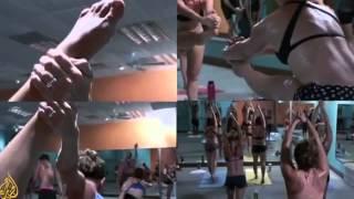 >> Quem é o dono do/da Yoga? WHO OWNS YOGA? Documentário de Bhanu Bhatnagar, correspondente da Al Jazeera